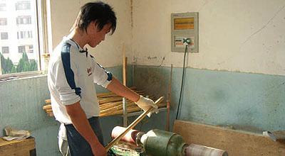 竹四つがバラけないように、柄部分に掛かりが出ないように研磨する。