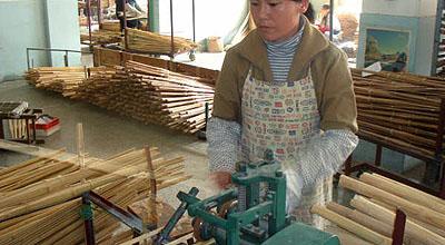 竹四つを組み合わせて、内側に掛かりが出ないように研磨する。
